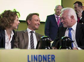 Gemeinsam mit Generalsekretärin Nicola Beer und dem stellvertretenden Bundesvorsitzenden Wolfgang Kubicki möchte Lindner bürgerliche Kernwähler für die FDP gewinnen.