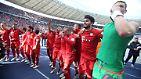 """""""Vielleicht ist es nicht so schlecht, zu Hause deutscher Meister zu werden."""" Bayerns Weltmeister Mario Götze nimmt die vom BVB vertagte Meisterentscheidung pragmatisch."""