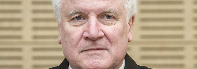 Briefwechsel mit der Kanzlerin: Seehofer sollte seinem eigenen Rat folgen