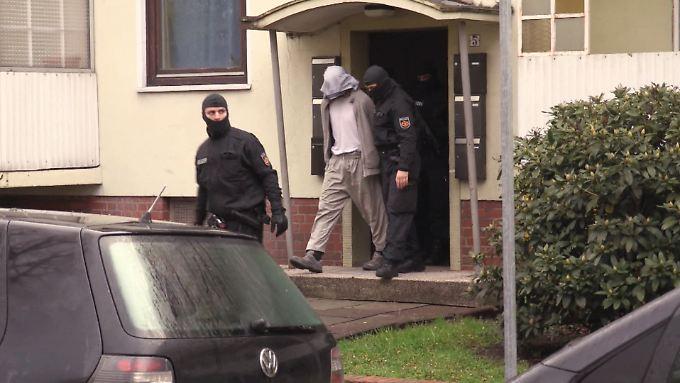 polizei razzia in bremen salafisten streit l st. Black Bedroom Furniture Sets. Home Design Ideas