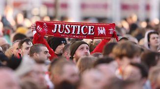 Späte Gerechtigkeit für 96 Todesopfer: Gericht gibt Polizei Schuld an Tragödie im Hillsborough-Stadion