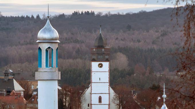 Das Minarett einer Moschee im hessischen Usingen.