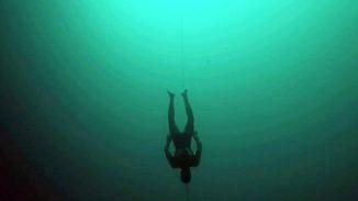 122 Meter mit nur einem Atemzug: Extrem-Taucher William Trubridge bricht Weltrekord