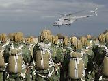 Russische Fallschirmjäger bei einer Übung im südrussischen Stavropol