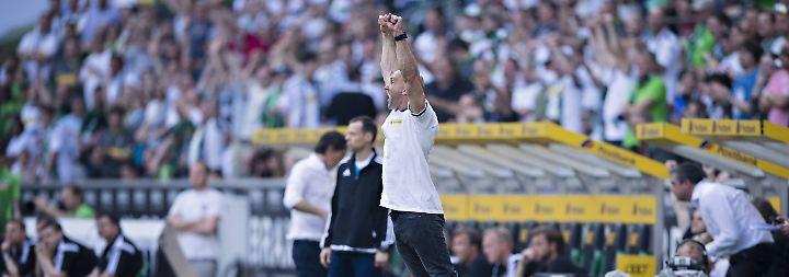 """Dort müsste er """"Jubel-Glatze"""" André Schubert ersetzen. Der kontert die Gerüchte gewohnt humoristisch: """"Markus Weinzierl muss ja ein unheimlich schnelles Auto haben, weil er ja nächstes Jahr immer zwischen Schalke und Gladbach hin und her fahren muss."""""""