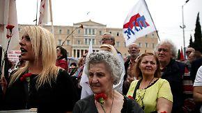 Streiks und Proteste: Griechenland stimmt über neues Sparprogramm ab