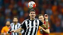 + Fußball, Transfers, Gerüchte +: Gomez lässt Podolskis Klub alt aussehen