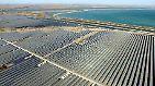 ... Photovoltaik. Bei ihr wird mit Solarzellen - etwa aus Silizium - Strom ohne Umwege aus dem Sonnenlicht gewonnen. Diese Art der Stromerzeugung ist bei den größten Solarkraftwerken der Welt die am häufigsten eingesetzte. Kommen wir nun zu den ...