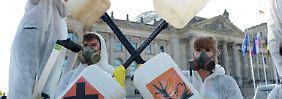 Unter Protesten von Naturschützern: Brüssel entscheidet über Glyphosat