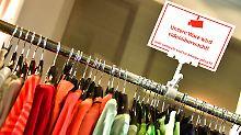 Milliardenschaden durch Diebe: Kaufhausdetektive jagen diebische Kunden