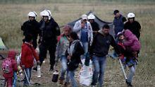 Behörden räumen Lager: Über Tausend Flüchtlinge verlassen Idomeni