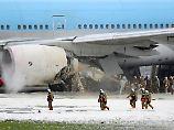 Das Flugzeug steht bereits auf der Startbahn, als das Feuer bemerkt wird.
