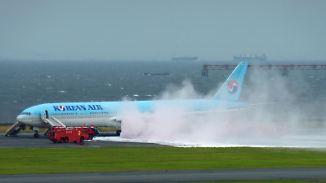 Korean-Air-Flieger in Tokio evakuiert: Flugzeugturbine geht in Flammen auf