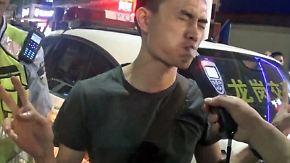 Schauspiel bei der Alkoholkontrolle: Betrunkener Autofahrer versucht Polizei zum Narren zu halten