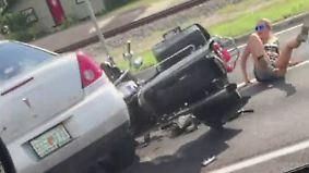 Ausraster nach Streit: Autofahrer fährt absichtlich Motorrad um