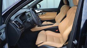 Die Sportsitze im Volvo XC90 sind ein Traum, kosten aber 1670 Euro extra.