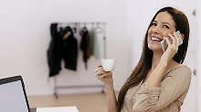 Statt zu arbeiten ständig Kaffee trinken und privat telefonieren: Faulpelze haben arbeitsrechtlich in vielen Fällen nichts zu befürchten. Denn Arbeitgeber können wegen schlechter Leistung nur in Ausnahmefällen kündigen.