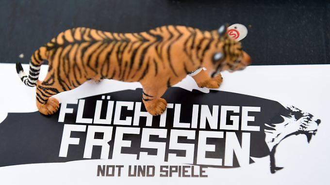"""Die Kunstaktion """"Flüchtlinge Fressen"""" sorgt für Aufsehen."""
