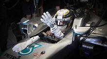 Lewis Hamilton lässt beim Training nichts anbrennen.