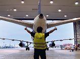 Besuch bei Flugzeugtechnikern: So werden die Ferienflieger gewartet
