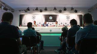 """Wichtiges aus der DFB-Pressekonferenz: Slowaken """"spielen technisch sehr ansehnlichen Fußball"""""""