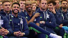 Wilde Buh-Rufe und Jubel: Die Revolution auf Schalke fällt aus