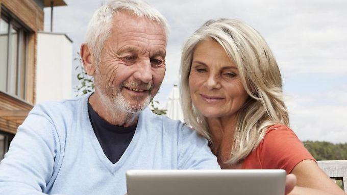 Wer mit über 50 Jahren ein Haus errichtet, kann dieses perfekt auf die Anforderungen im höheren Alter anpassen.