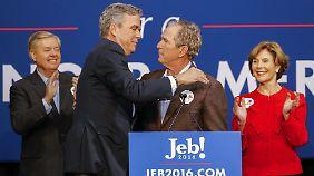 George W. und Laura Bush bei einem Wahlkampfauftritt mit Jeb Bush. Es half nichts.