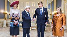 Königin Máxima ganz tapfer beim Empfang des griechischen Präsidenten und dessen Frau.