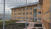 Blick auf die Justizvollzugsanstalt in Rosdorf. Hier saß der entflohene Mann zuletzt ein.