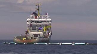 """""""The Ocean Cleanup"""" in der Nordsee: Schlauchsystem saugt Plastik aus dem Meer"""