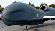 """Äußerlich ähneln sich """"Global Hawk"""" und der Vorgänger """"Euro Hawk"""". Technisch jedoch soll das neue Nato-Projekt einen Vorsprung haben."""
