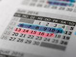 Eigentlich wollte man in der 23. Kalenderwoche in den Urlaub - und dann hat man es doch wieder verschoben: In vielen Fällen machen Mitarbeiter so etwas freiwillig. Foto:Andrea Warnecke