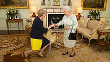 Die Ernennungszeremonie war kurz: Theresa May (l.) und Queen Elizabeth II. im Buckingham Palast.