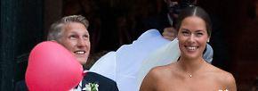 So! So sah es aus, wie ein schöner Schwan kam die Braut daher.