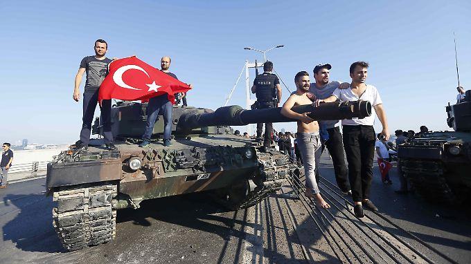 Türkische Militäreinheiten versuchten in der Nacht vom 15. auf den 16. Juli 2016, das Land unter ihre Kontrolle zu bringen.