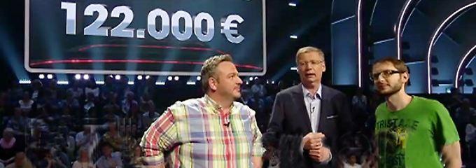 Gefiel Jauch so ganz und gar nicht: Das Hemd von Ömer Eryigit (links).