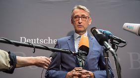 Bis 2009 war Armin Schuster Polizeibeamter, seitdem sitzt er für die CDU im Bundestag. Für die Union ist er Obmann im Innenausschuss.