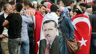 Zeichen gescheiterter Integration?: Viele Deutschtürken identifizieren sich mit Erdogan