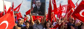 Neue Drohung aus der Türkei: 40.000 Erdogan-Anhänger demonstrieren friedlich in Köln