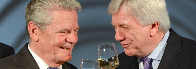 Der alte und der neue Bundespräsident? Joachim Gauck und Volker Bouffier.