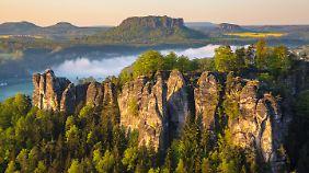 Für diesen Anblick wandern viele Besucher durch die Sächsische Schweiz.