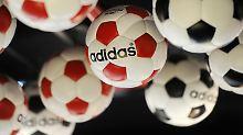 Der Börsen-Tag: Adidas klettern auf Rekord-Hoch