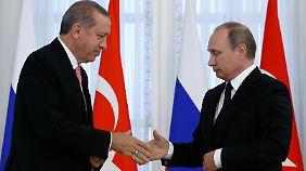 """""""Wärmste Grüße"""" an das russische Volk: Erdogan und Putin wagen diplomatischen Neubeginn"""