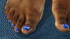 Die US-Amerikanerin mit den schönen Fußnägeln ...
