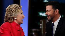Wahr ist allerdings, dass Hillary Clinton einen bunten Reigen von Promis hinter sich weiß und dass sie selbst inzwischen einiges Talent für das Showbiz entwickelt hat.
