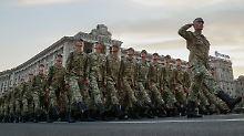 Ukrainische Soldaten bei einer Militärparade im August in Kiew.