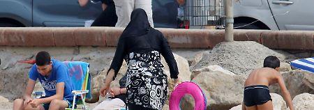 Wie viel Kleidung ist zu viel?: Frankreich streitet über Burkini-Verbot
