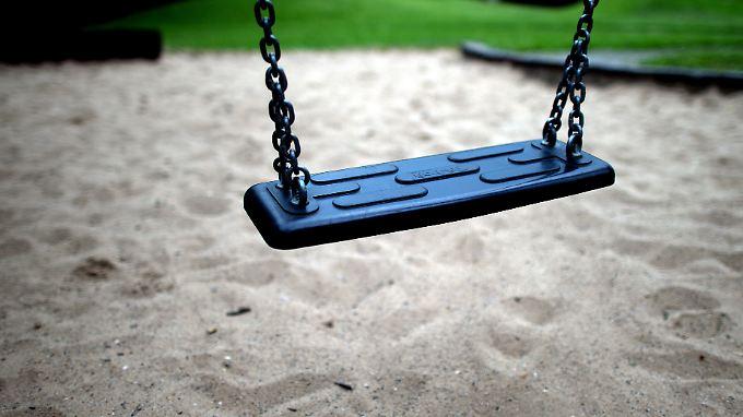 Ein Ausflug zum Strand ist für viele Kinder nicht drin. Sand gibt es dann nur auf dem heimischen Spielplatz.
