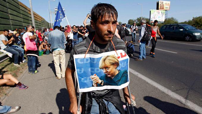 """Beim """"Marsch der Hoffnung"""" zogen am 4. September 2015 rund 2000 Flüchtlinge auf einer ungarischen Autobahn in Richtung Österreich."""